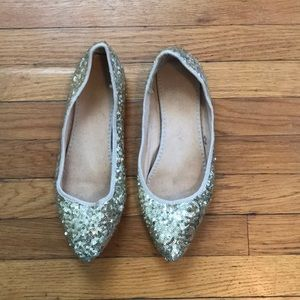 Gold sequin pointed flats